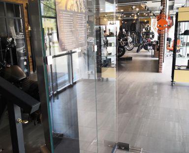 стеклянные перегородки для «Harley-Davidson» (г. Самара)