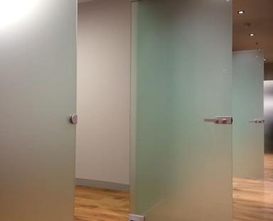 Межкомнатная дверь из матового стекла