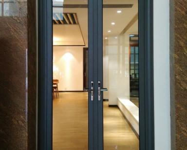 Входные двери из стекла для дома