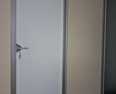 глухая интерьерная дверь