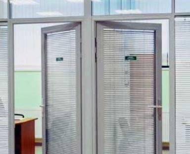 входная дверь с матовым стеклом