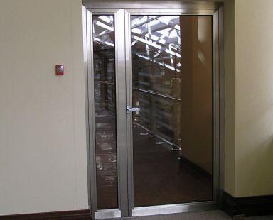 техническая стеклянная дверь