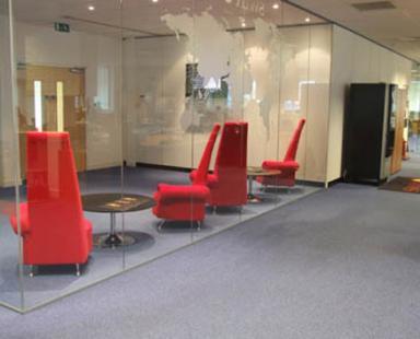 цельностеклянные витрины и перегородки для офисного центра