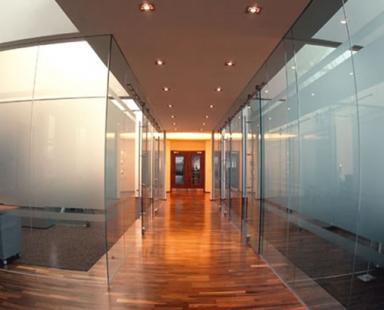 цельностеклянные стены для офиса