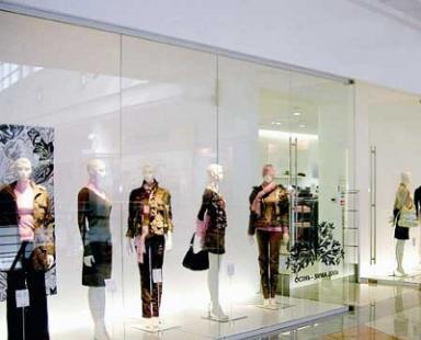 стеклянные витрины для торговых центров